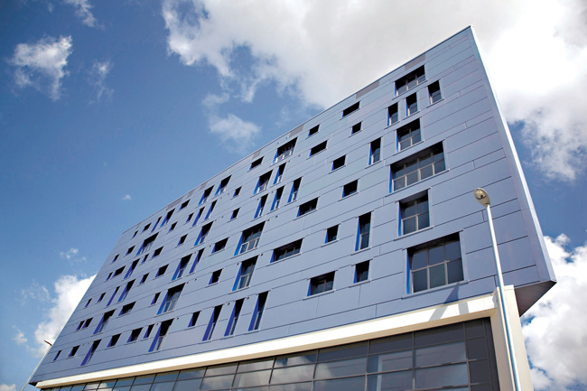 Indigo Blu, a residential and office building in Leeds designed by Architecture 2B, where Trimo's QbissOne panels were specified.