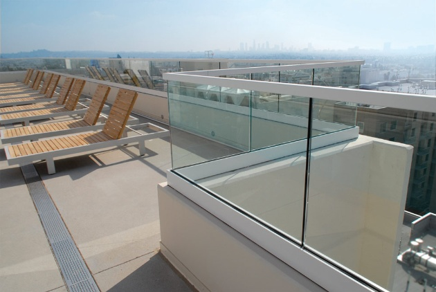 Glass balustrades at the W Hotel in Las Vegas were installed using the Taper-Loc system from CR Laurence