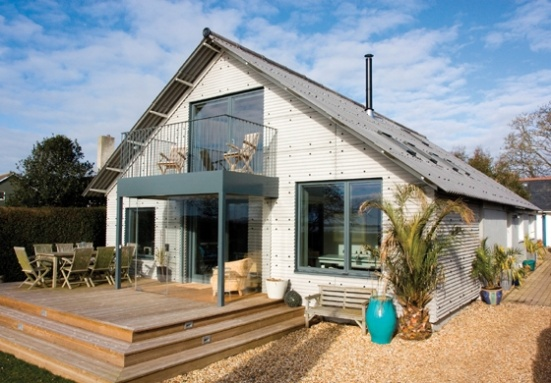 This housing refurbishment in Emsworth, Hampshire, saw architect Sens specify Farmscape and Profile 6 products from Marley Eternit to reduce the visual impact and give a more natural look.