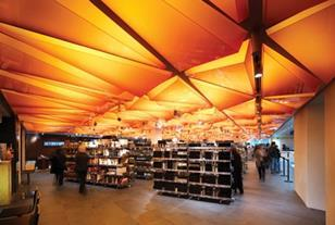 The back-lit acrylic ceiling unites the food hall space.