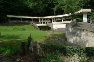 Dudley Zoo in the Black Country - Lubetkin and Tecton's bear ravine